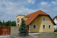 Balatonhoz közel, Gyulakesziben exkluzív, önálló nyaralóház igényesen berendezve max. 10 f? részére kiadó.